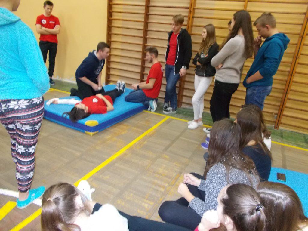 2016-11-03-krotki-kurs-udzielania-pierwszej-pomocy-10