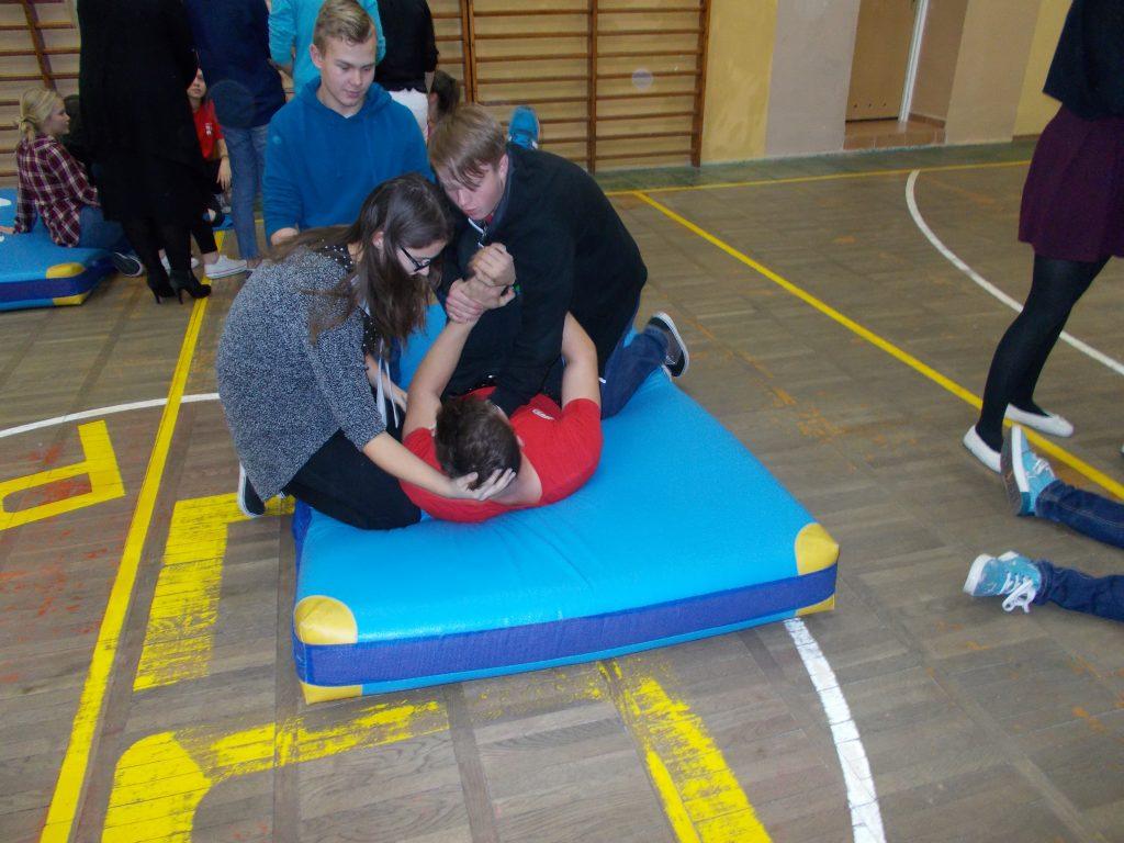 2016-11-03-krotki-kurs-udzielania-pierwszej-pomocy-27